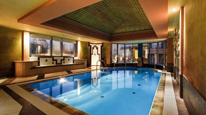 spa-pool-budapest-kempinski-hotel